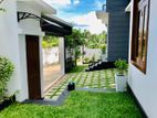 Luxury super House For Sale in Thalawathugoda