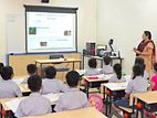 Smart Class Room Android Projector with Screen