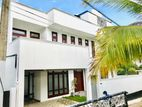 Spacious Luxury House for Sale in Thalawathugoda